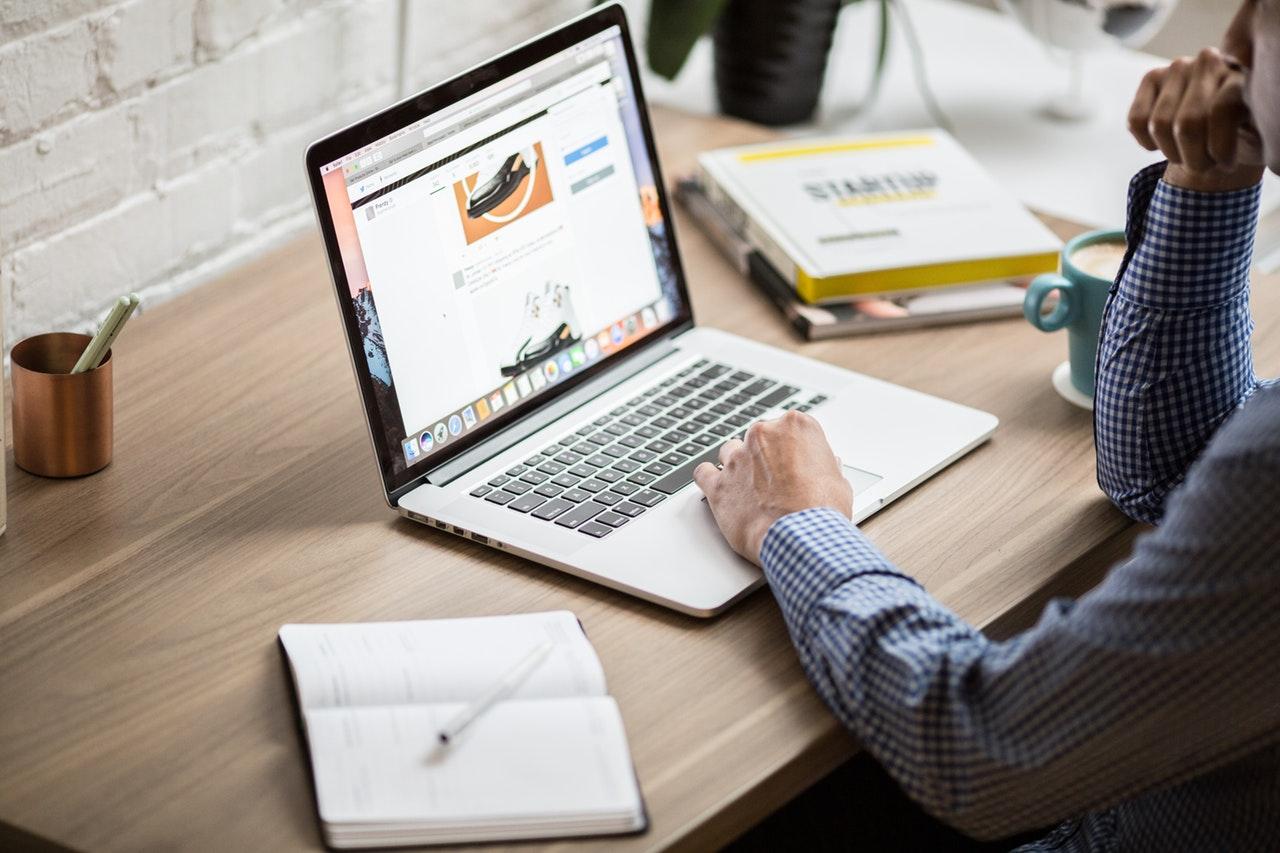 website laptop desktop